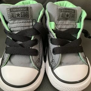 Converse Toddler Size 5 Sneakers